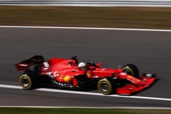 F1: Hamilton alatt tönkrement a Merci, a Ferrari az élen