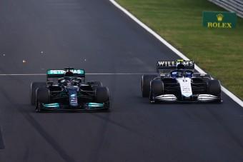 F1: Más csapatok dolgába szól bele a Merci-főnök