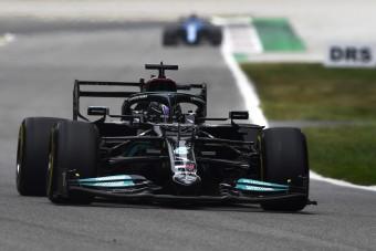F1: Hamiltoné az egyetlen pénteki edzés