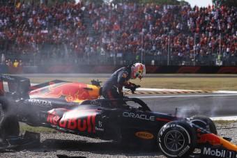 F1: Verstappen büntetést kapott az olasz baleset miatt