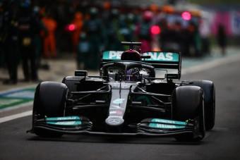 Kimosta az eső Hamilton 100. F1-es győzelmét