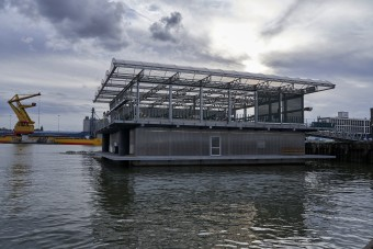 Vízen úszó tehénfarm épült Hollandiában