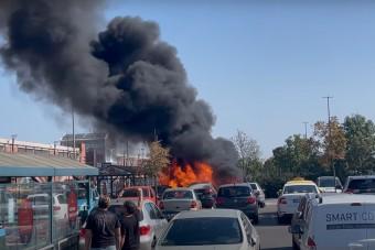 4 autót gyújtott ki egy zárlatos BMW Soroksáron, videón a hatalmas lángok