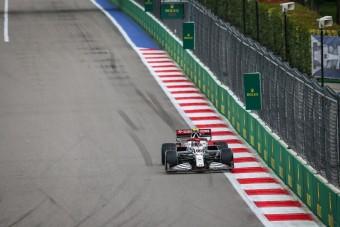 Magára hagyták az F1-es versenyzőt