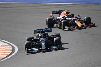 F1: Csapatát hibáztatja Hamilton a kihagyott helyzet miatt
