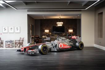 Újabb F1-es világbajnok autója kerül kalapács alá