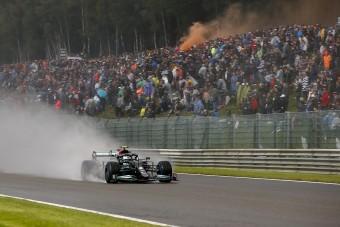 F1: Hamilton megajándékozza a szégyenfutam nézőit