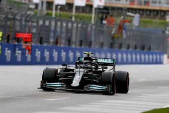 F1: Bottas beleállt Hamiltonba az időmérő miatt