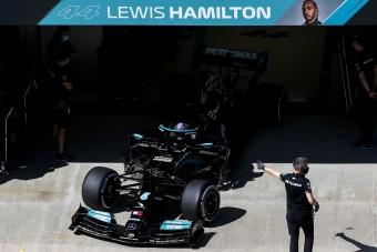 F1: Korábbi hibája miatt gázolta el csapattársát Hamilton