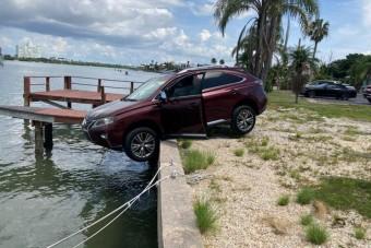Majdnem vízbe hajtott a részeg sofőr