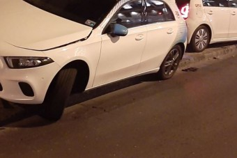 Úgy parkolták le az autómegosztós Mercedest Budapesten, ahogy még soha