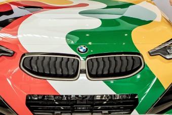 Két ország színeibe bújt ez az autó
