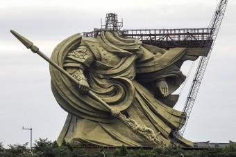 Elkészült a világ legnagyobb bronzszobra, de volt vele egy kis gond