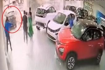 Már az átvételnél összetörte vadonatúj autóját