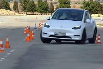 Szupersportkocsikat felülmúlva manőverezik a Tesla Model Y