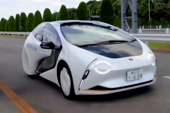 Már közúton tesztelik az úttörő villany-Toyotát