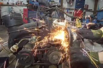 Egy Polski-Fiat felújítása is megérdemli a művészi szintű videót