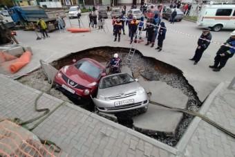 Megnyílt a föld Szibériában, több autót elnyelt