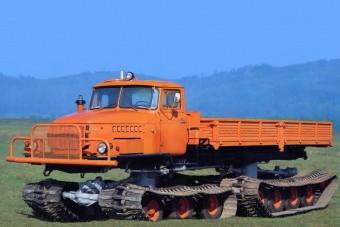Ezrével rendelték a lánctalpas Ural teherautókat