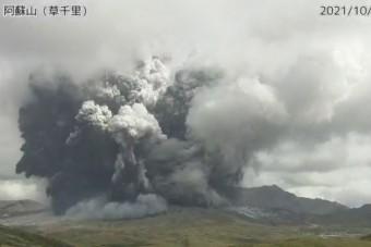 Japánban kitört egy vulkán, 3500 méterre csapott fel a hamufelhő