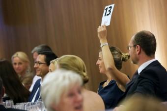 Mentőautóra gyűjtöttek, rekordbevétel jött össze a budapesti borárverésen