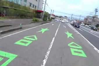 Érdekes felfestés könnyíti meg a japán autósok dolgát