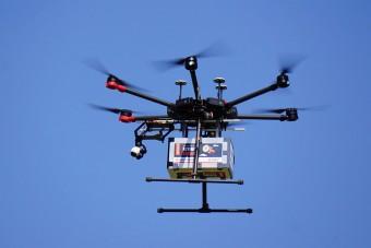 Szusit, fagylaltot és vért szállítanak izraeli drónok