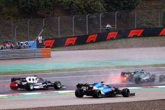 F1: Megint áll a bál egy röhejes büntetés miatt
