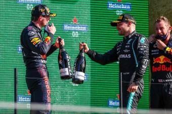 F1: Már a Mercedesnél is Verstappennek szurkolnak?