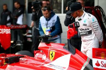 F1: Hamiltonnak ajánlatot tett a Ferrari