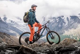 Biciklivel teker fel a Kilimandzsáróra egy magyar sportember