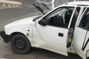 Bevásárlókocsit állítottak egy Suzuki szélvédőjébe Budán