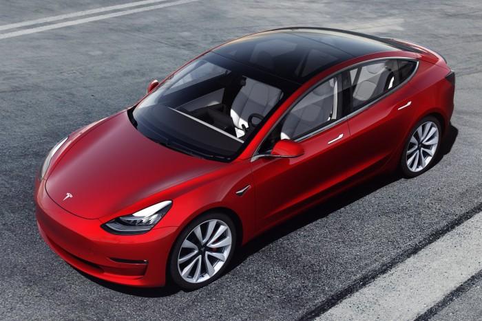 Dupla rekordot döntött a Tesla Európában
