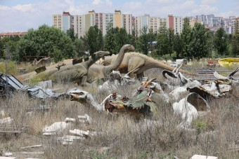 Elhagyatottan, gazban áll a török Jurassic Park