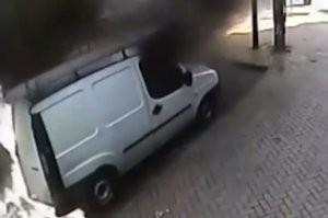 Felrobbant egy furgon a belvárosban