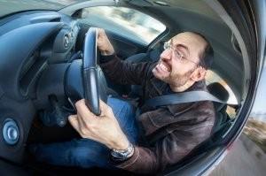 Verést kapott mert szabályosan autózott