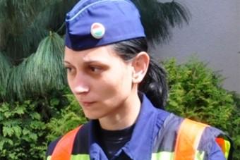 Babát mentett a tűzforró autóból a tatai rendőrnő