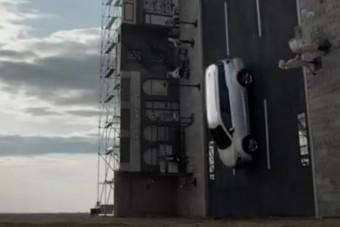 Ha zuhansz, ebben az autóban zuhanj