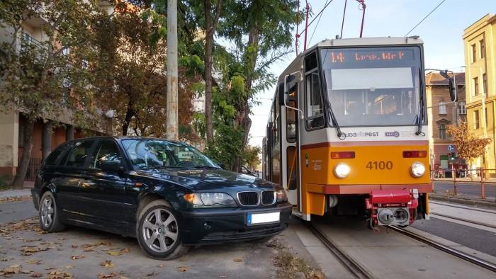 Ennek a BMW-snek már biztos csuklik az édesanyja | Vezess