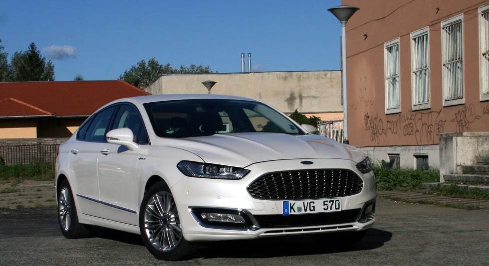 Teszt Ford Mondeo Vignale Hybrid Vezess