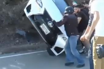 Apa pici fia így zúzta le a család sportautóját